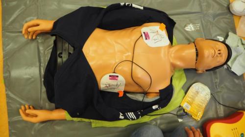 AED plakkers op de juiste plaats?